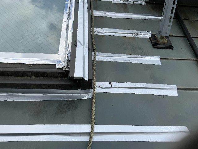 雨漏り天窓修理とクロス修理_f0031037_19141077.jpg