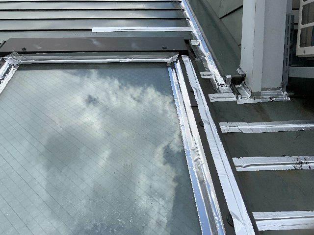 雨漏り天窓修理とクロス修理_f0031037_19143897.jpg