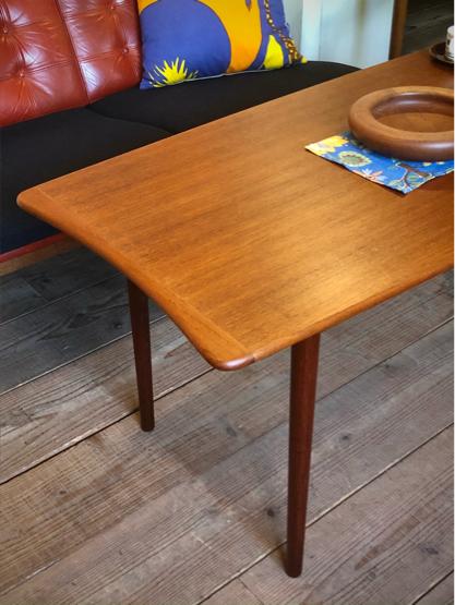 Center table_c0139773_10383079.jpg