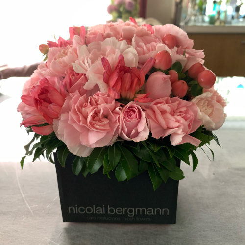 母の日に可愛いお花が届きました。_b0105897_22303938.jpg