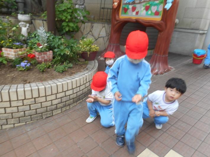 5月12日 朝の登園風景と子どもたち_a0212624_11383281.jpg