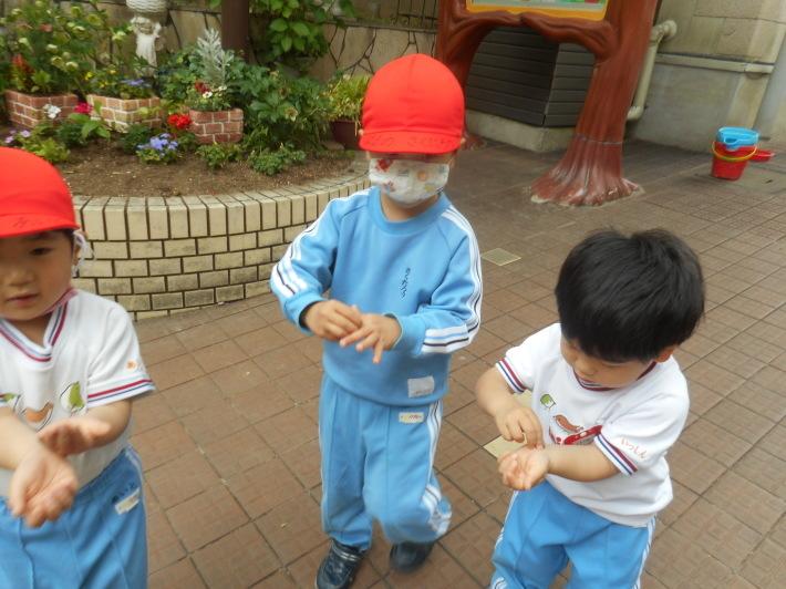5月12日 朝の登園風景と子どもたち_a0212624_11383654.jpg