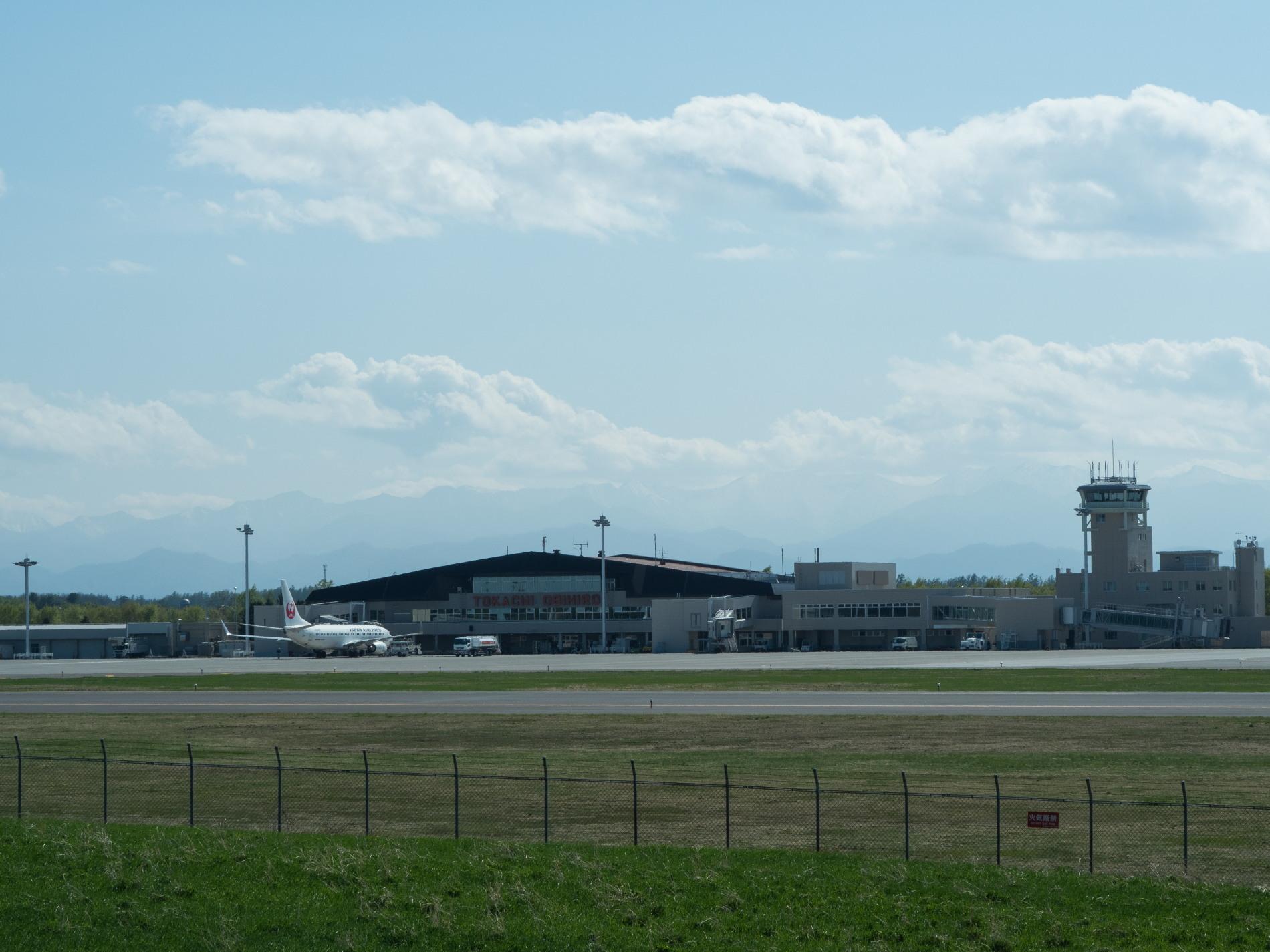 「とかち帯広空港」現在1日4便、飛行機の離発着を見学!_f0276498_23375427.jpg