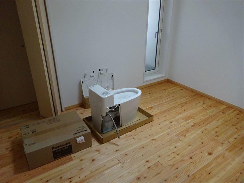 加賀野の住宅 終盤の仕上げ工事が進行中!_f0105112_04533120.jpg