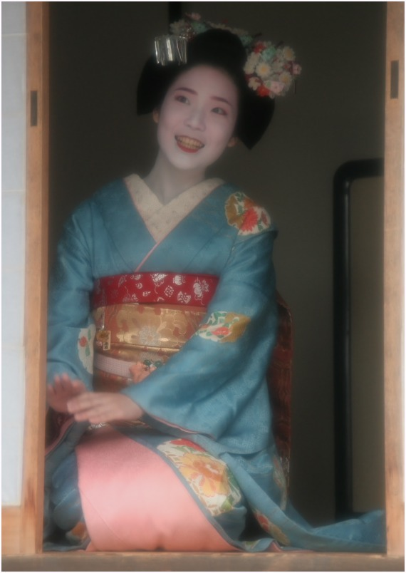 < 舞妓さん ⑨ >_c0036080_12103220.jpg