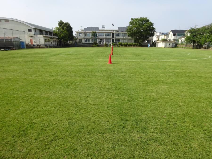 13小校庭芝刈り_f0059673_21430197.jpg