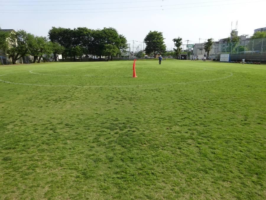 13小校庭芝刈り_f0059673_21431193.jpg
