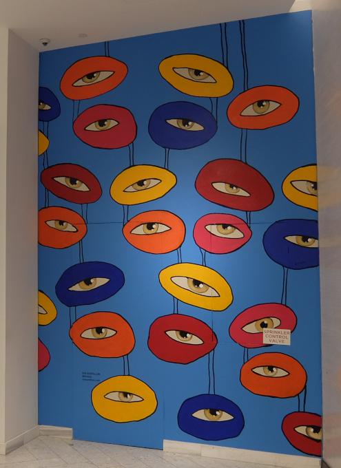 NY五番街、老舗デパートのサックス・フィフス・アベニューにヴィン・セルビヨン(Vin Servillon)さんの目アート_b0007805_21472526.jpg
