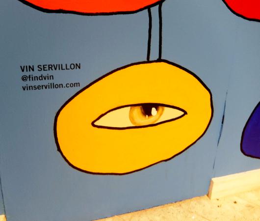 NY五番街、老舗デパートのサックス・フィフス・アベニューにヴィン・セルビヨン(Vin Servillon)さんの目アート_b0007805_21473332.jpg