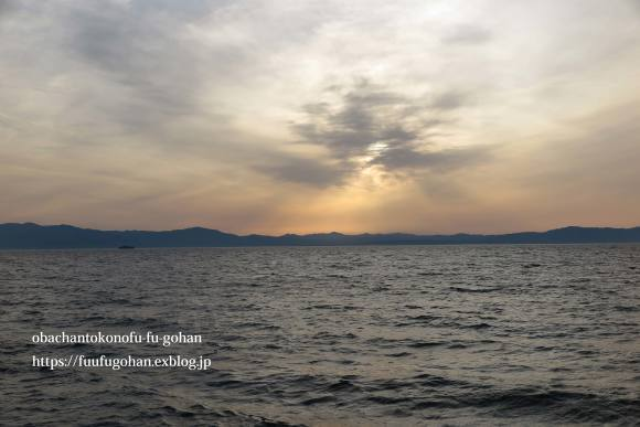 ホットオープンサンドの朝ごぱん&夕暮れの琵琶湖_c0326245_12052606.jpg