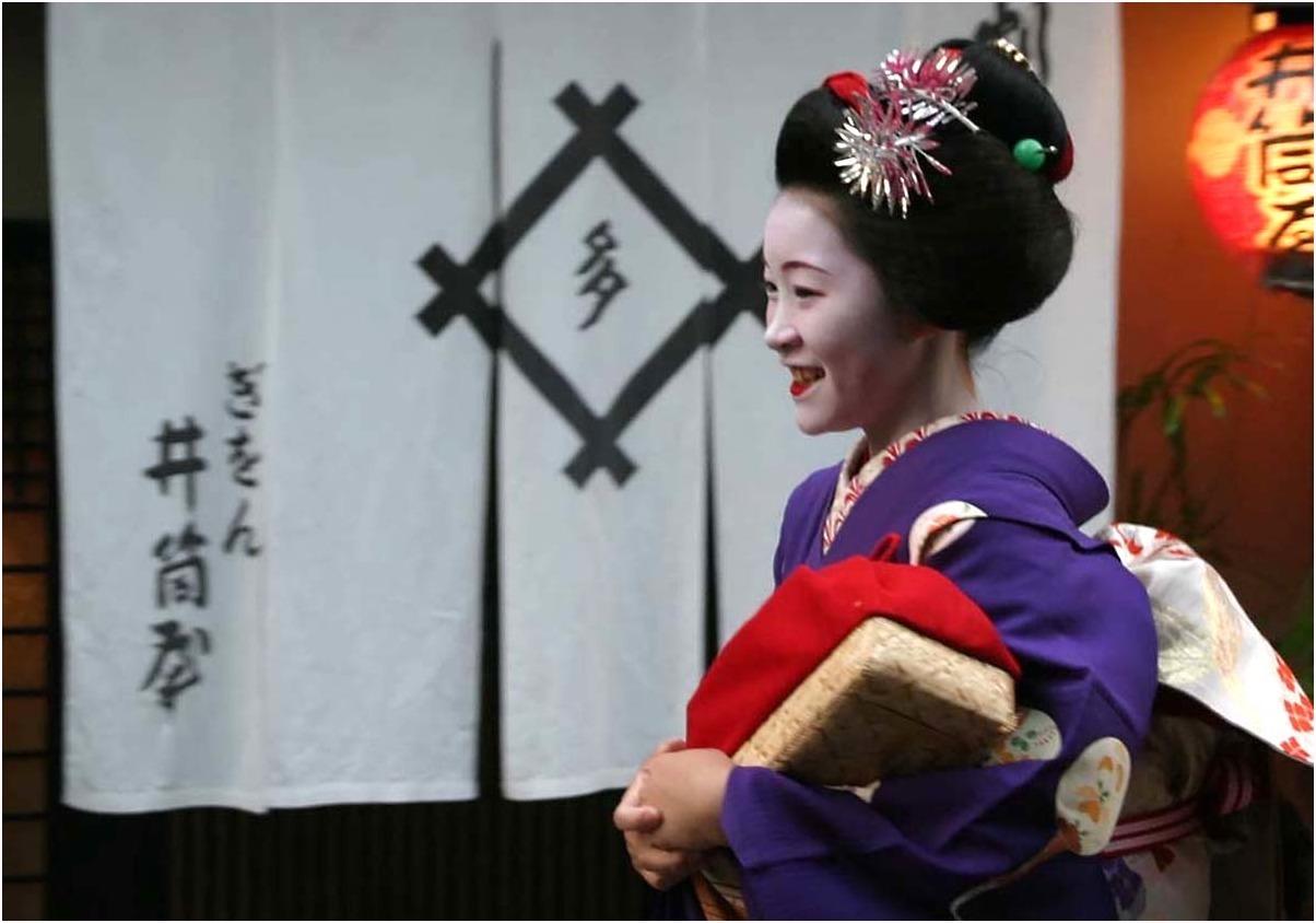 < 舞妓さん ⑪ >_c0036080_19093774.jpg