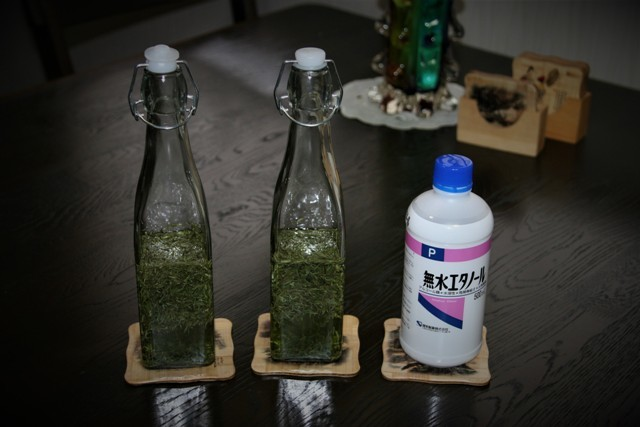 ローズマリーチンキ液作り(その2)・・・~♬_f0229190_09540693.jpg