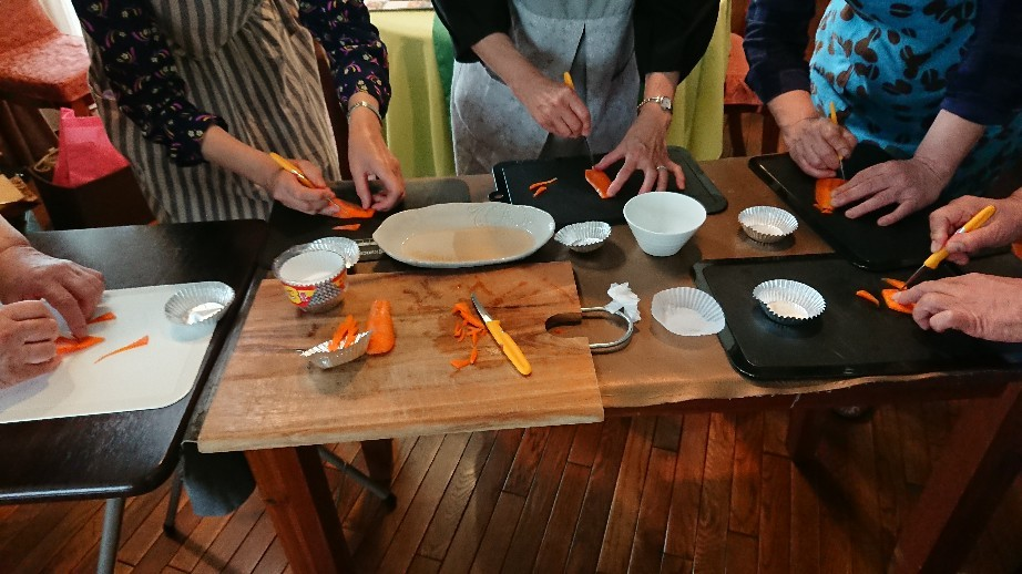 「優しい時間」第3週の料理教室が始まりました。_f0323446_21323224.jpg