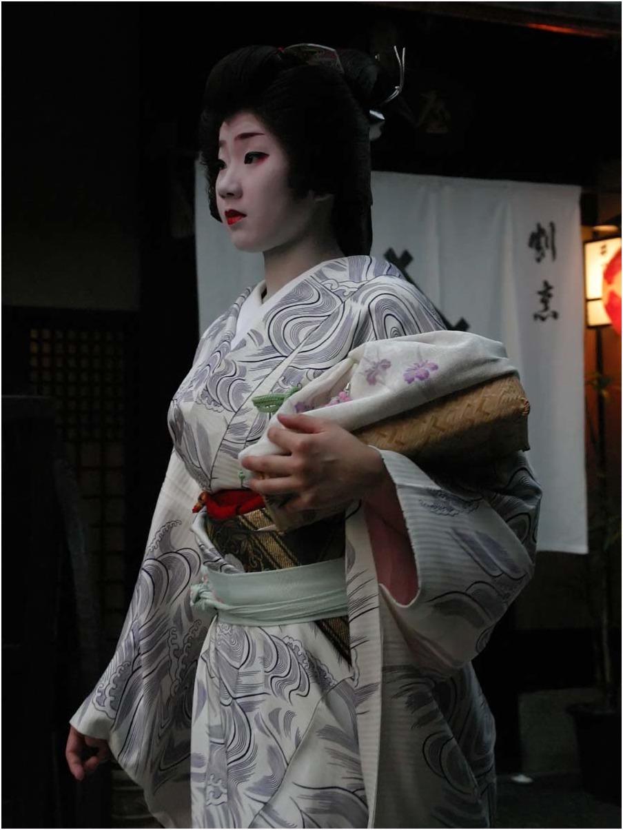 < 京の花街 >_c0036080_09524625.jpg