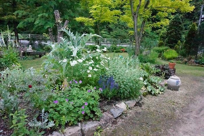 小道を広げて、庭に車が入るように_e0365880_21214452.jpg