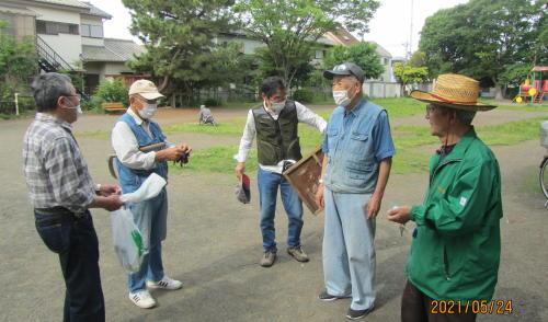 地元老人会によるボランティア公園清掃_c0220597_19382590.jpg