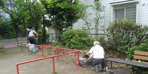 地元老人会によるボランティア公園清掃_c0220597_19412100.jpg