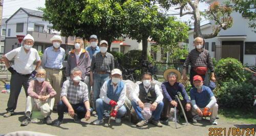 地元老人会によるボランティア公園清掃_c0220597_19460061.jpg