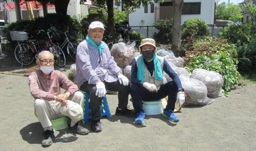 地元老人会によるボランティア公園清掃_c0220597_19533810.jpg
