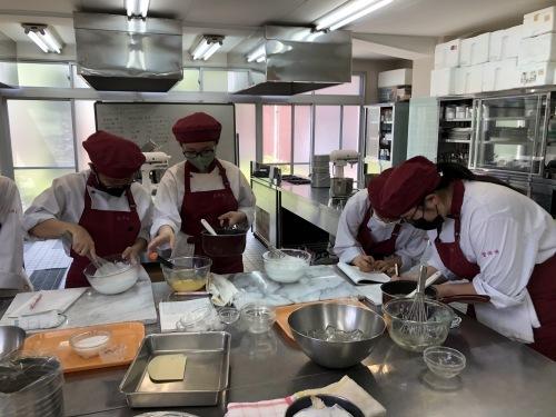 調理師科3年生洋菓子製パンコース_f0327389_14021748.jpg