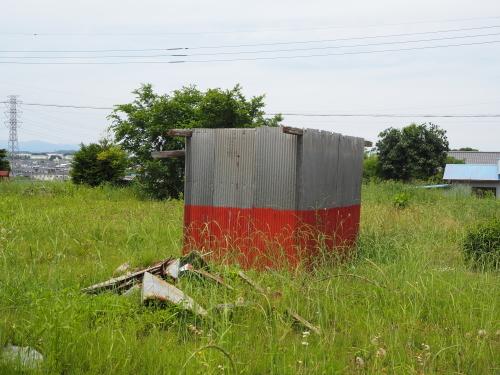 壊れた小屋。_b0129807_21321150.jpg