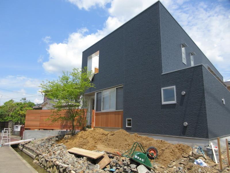 大家族の家がもうすぐ完成_c0405911_09181480.jpg