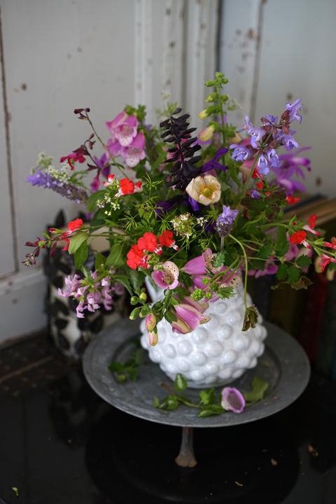 裏庭の草花を束ねて_f0127281_14234109.jpg