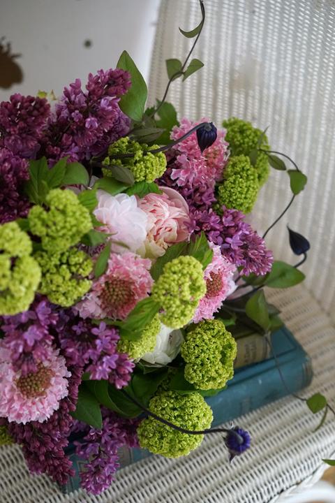 国産ライラックをたっぷり使ったgift bouquet_f0127281_14275872.jpg
