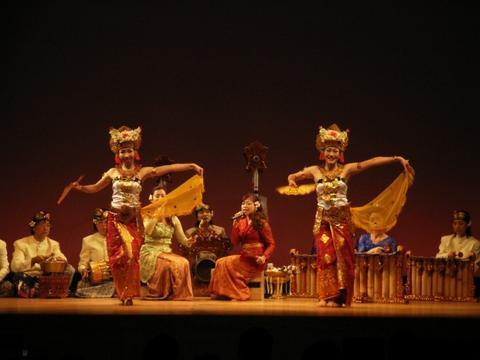 6月1日はバリ舞踊の日_e0017689_23442275.jpg