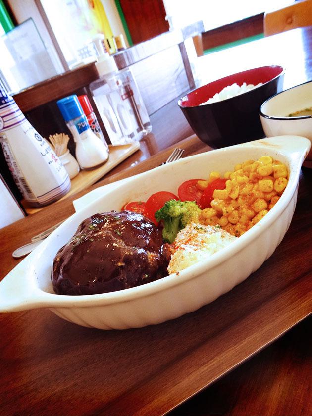 4月19日(月)オープン。久里浜『無国籍料理 満天バル』の「ランチメニュー/ワインソースの煮込みハンバーグ定食(ライス・スープ付き)」_c0119263_15573509.jpg