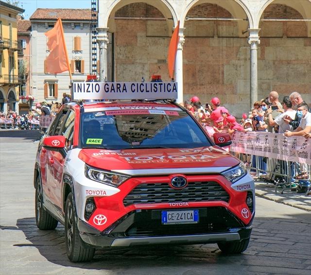 ジロ・デ・イタリア クレモナ大聖堂前を通過_d0047461_07012332.jpg
