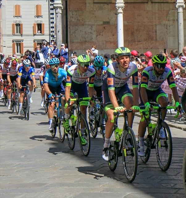 ジロ・デ・イタリア クレモナ大聖堂前を通過_d0047461_07021478.jpg