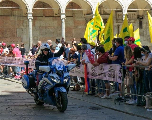 ジロ・デ・イタリア クレモナ大聖堂前を通過_d0047461_07021580.jpg