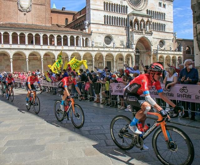 ジロ・デ・イタリア クレモナ大聖堂前を通過_d0047461_07021636.jpg