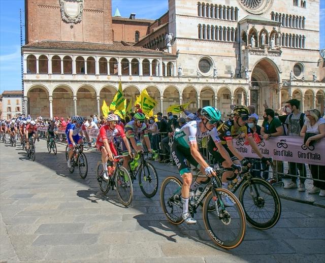 ジロ・デ・イタリア クレモナ大聖堂前を通過_d0047461_07023912.jpg