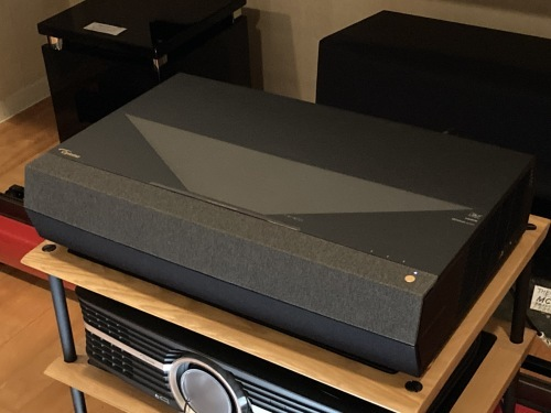 4K超単焦点プロジェクター Optoma P1視聴できます☆_c0113001_18574375.jpg