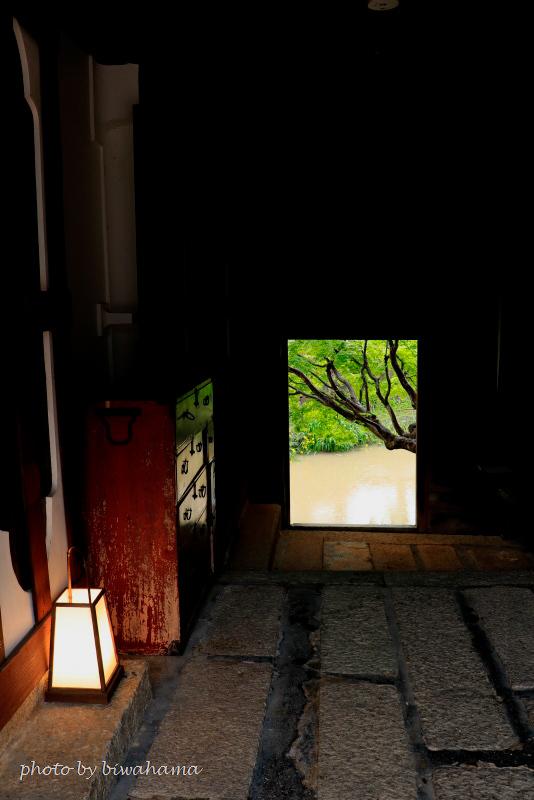 八幡堀沿いの宿「旅籠 八」_b0055171_11213337.jpg