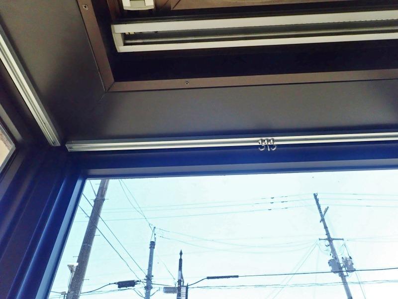 会館1階の窓辺にピクチャーレールを取り付けました_c0336902_21030915.jpg