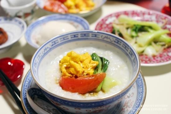 【世界の朝ごはん】クミン香る卵とトマトの炒め乗せ中華粥。_e0192461_08532718.jpg