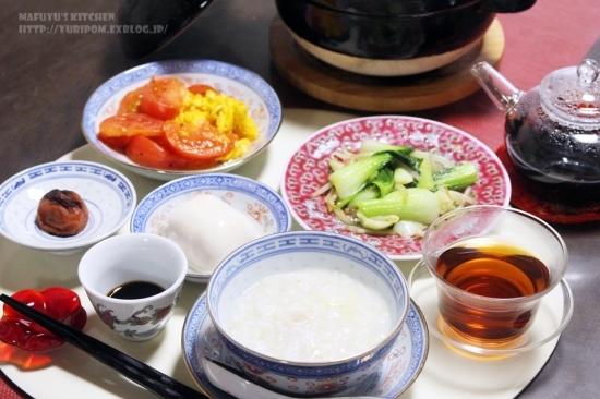 【世界の朝ごはん】クミン香る卵とトマトの炒め乗せ中華粥。_e0192461_09153496.jpg
