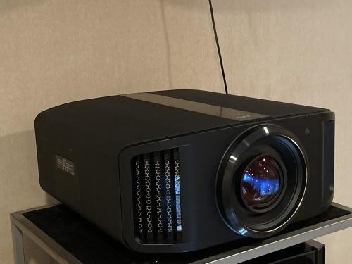 e-shift/8Kプロジェクター JVC DLA-V9R視聴できます☆_c0113001_18075521.jpg