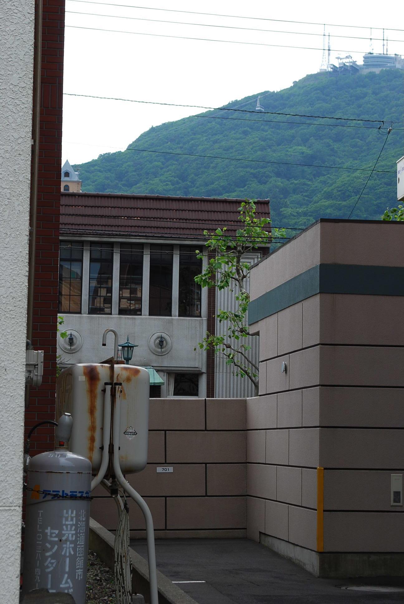 函館市末広町のイチヤマ商店(建築家・関根要太郎作品研究2021)_f0142606_17571129.jpg
