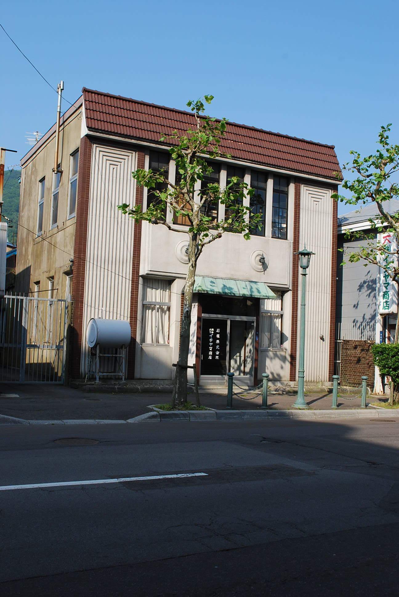 函館市末広町のイチヤマ商店(建築家・関根要太郎作品研究2021)_f0142606_18005785.jpg