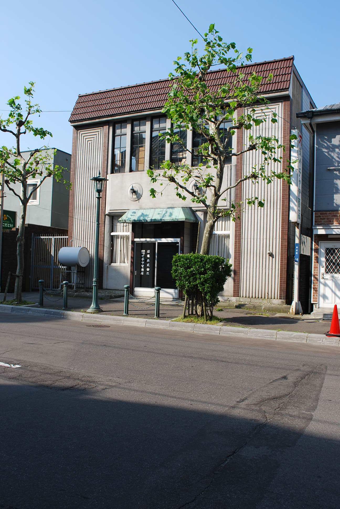 函館市末広町のイチヤマ商店(建築家・関根要太郎作品研究2021)_f0142606_18015205.jpg