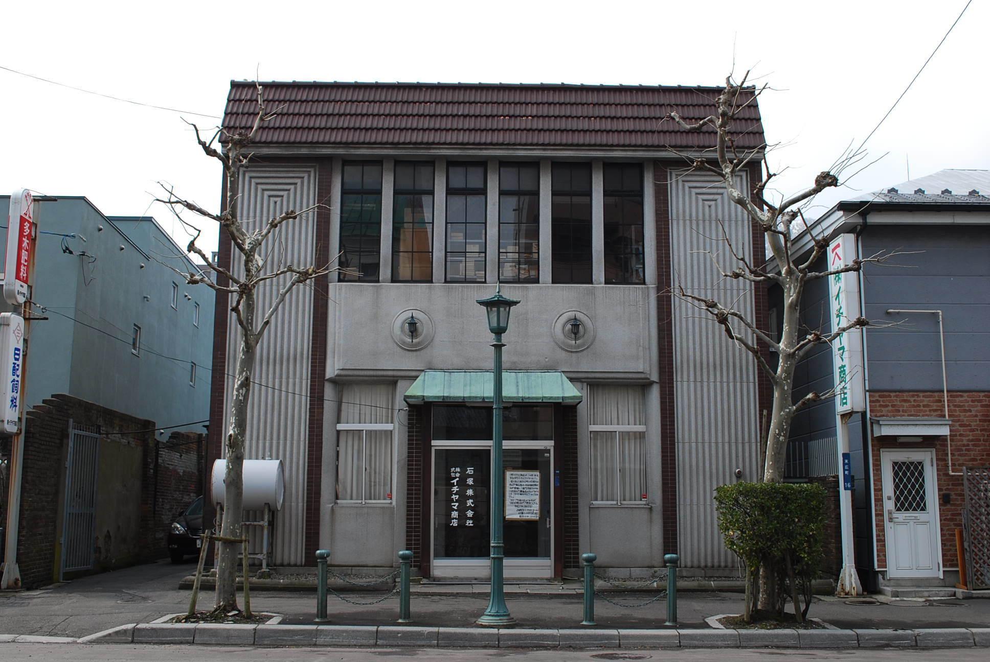 函館市末広町のイチヤマ商店(建築家・関根要太郎作品研究2021)_f0142606_18150770.jpg