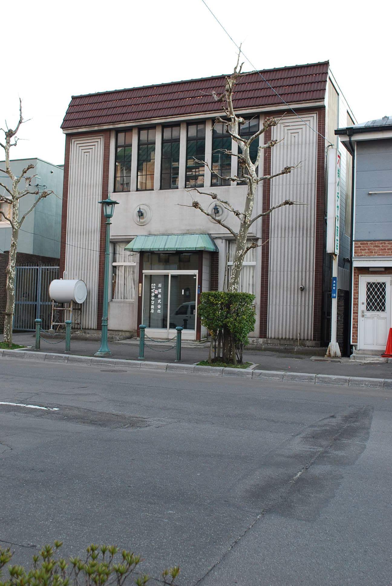 函館市末広町のイチヤマ商店(建築家・関根要太郎作品研究2021)_f0142606_18184415.jpg