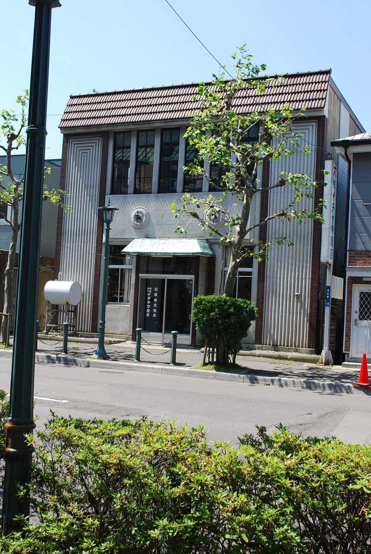 函館市末広町のイチヤマ商店(建築家・関根要太郎作品研究2021)_f0142606_19370426.jpg