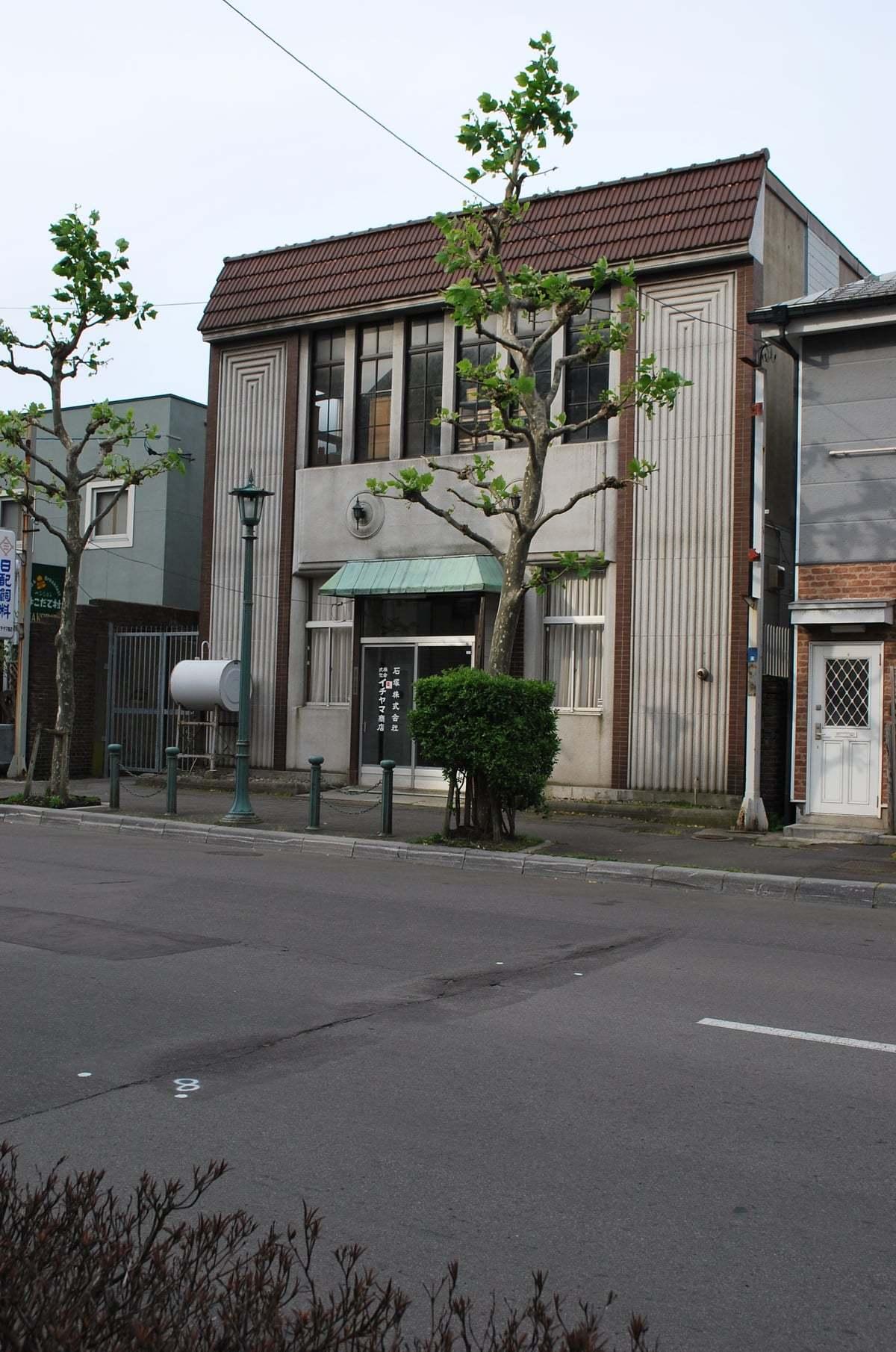函館市末広町のイチヤマ商店(建築家・関根要太郎作品研究2021)_f0142606_19495894.jpg