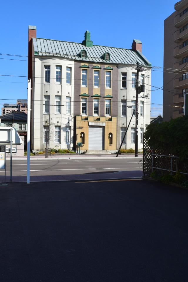 函館市末広町のイチヤマ商店(建築家・関根要太郎作品研究2021)_f0142606_22102327.jpg