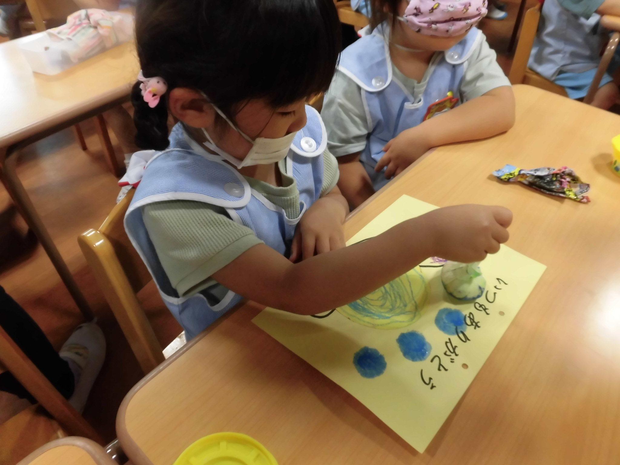 雨でも楽しい幼稚園_a0382671_11115369.jpg